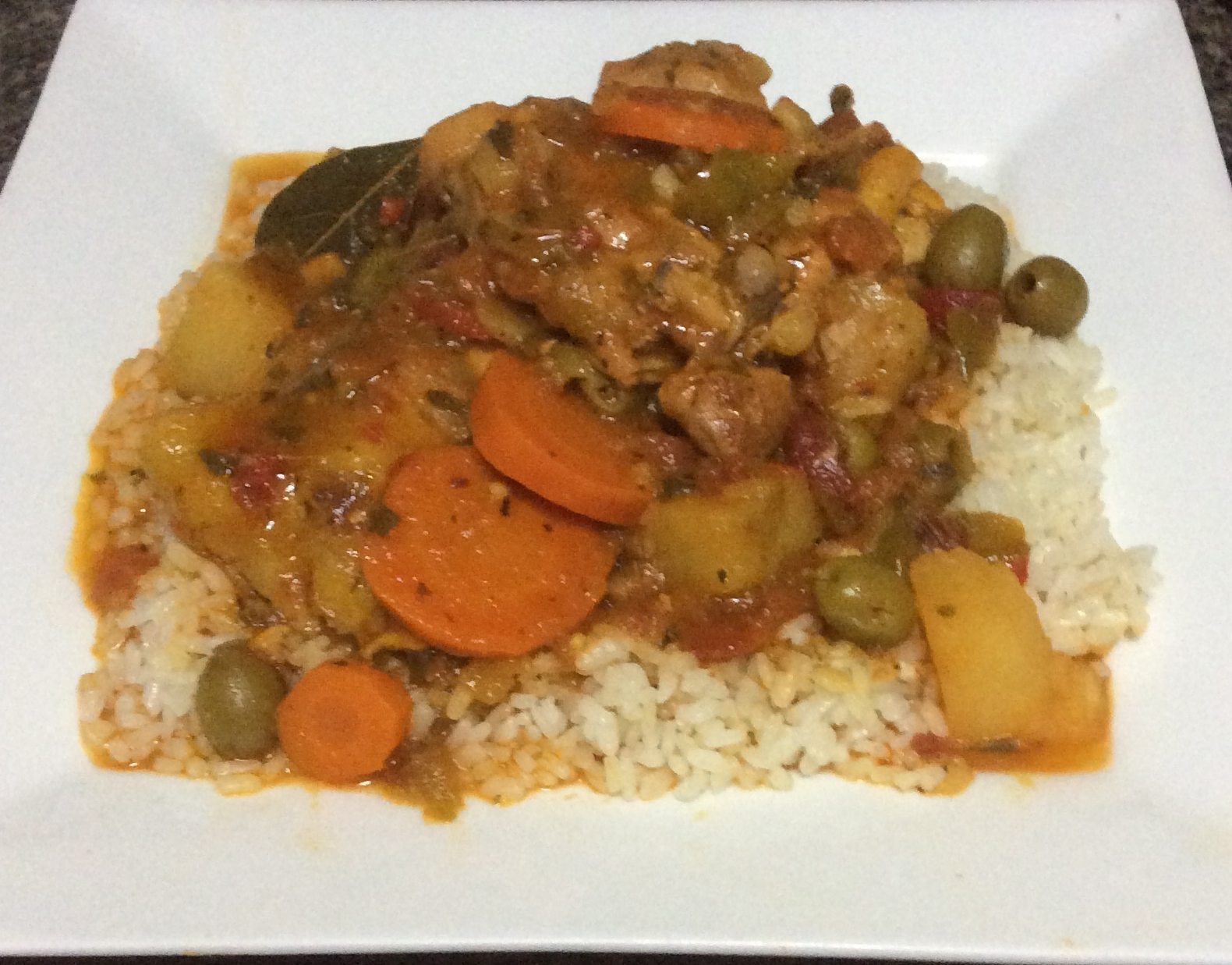 Pollo guisado con arroz blanco chicken stew puerto rican - Arroz en blanco con pollo ...